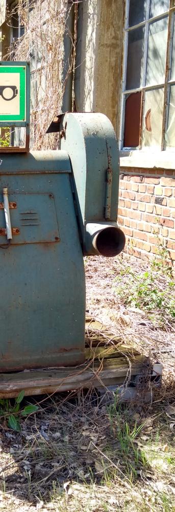Foto einer Schleifmaschine, halbiert, 2. Teil // copyright: form:f - critical : design