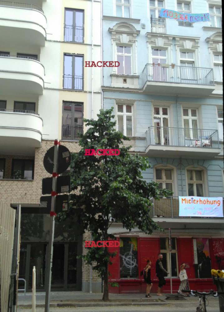 Home sweet home - Fotomontage mit Hausfronten und 0 + 1 im Vordergrund