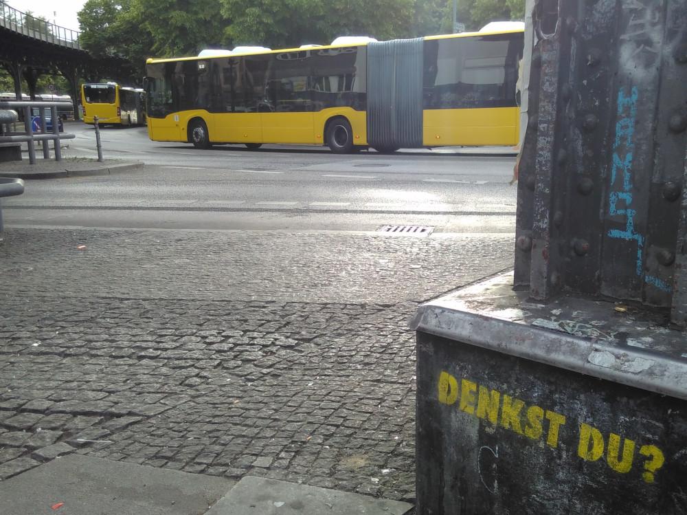 Fahrt Fahrrad kombiniert mit BVG, Foto von Bussen by YuYun